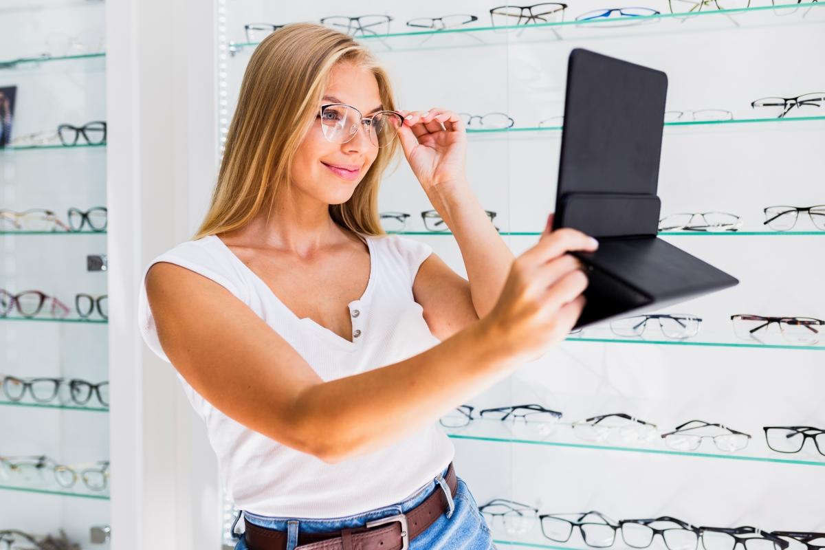 6 เทคนิคการเลือกกรอบแว่นสำหรับทำเลนส์โปรเกรสซีฟ